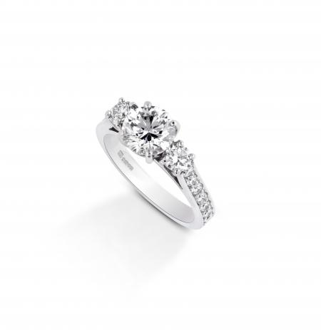 Three Stone Round Diamond ring